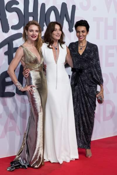 Carla Bruni en robe longue immaculée au festival de Cannes en 2018