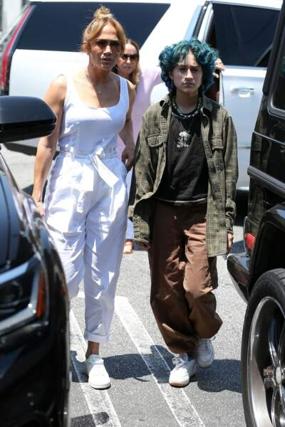 Emme, la fille de Jennifer Lopez, avait déjà capté le regard au Country Mart de Brentwood à Los Angeles, le vendredi 9 juillet 2021, en chemise extra-large et pantalon baggy