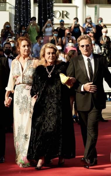 Catherine Deneuve resplendissante au festival de Cannes le 10 juillet 2021