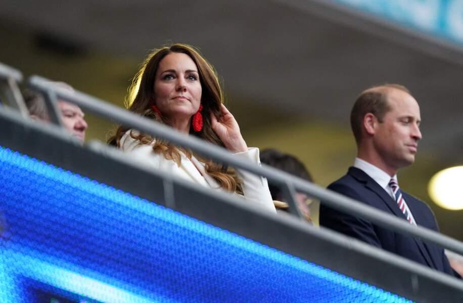 Kate Middleton porte des boucles d'oreilles de la marque londonienne The Blaiz à la finale de l'Euro 2021 à Wembley