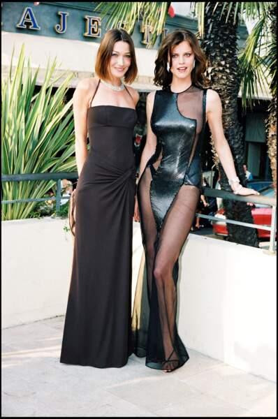 Carla Bruni en robe longue et bustier au festival de Cannes en 1998