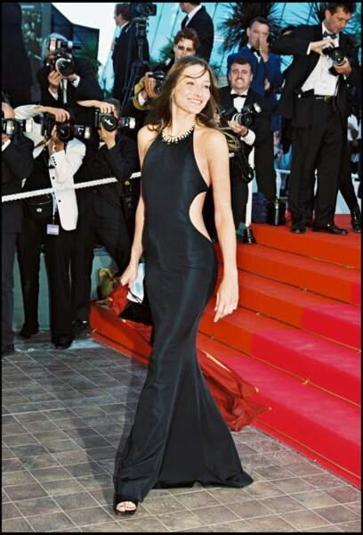 Carla Bruni en robe longue et fluide au festival de Cannes en 1999