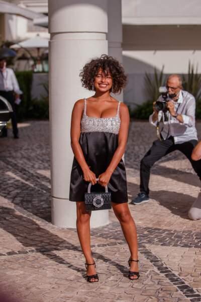 Paola Locatelli éblouissante en total look Miu Mium au 74ème Festival International du Film de Cannes