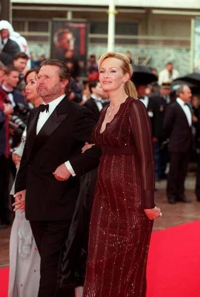 Estelle Hallyday enceinte en 1997 : radieuse au festival de Cannes.
