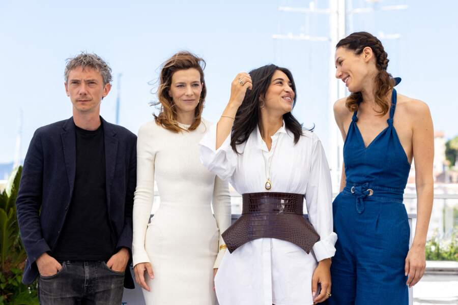 Swann Arlaud, Céline Sallette, Camélia Jordana et Doria Tillier tout sourire au photocall des Talents Adami lors du 74ème festival international du film de Cannes, le 13 juillet 2021