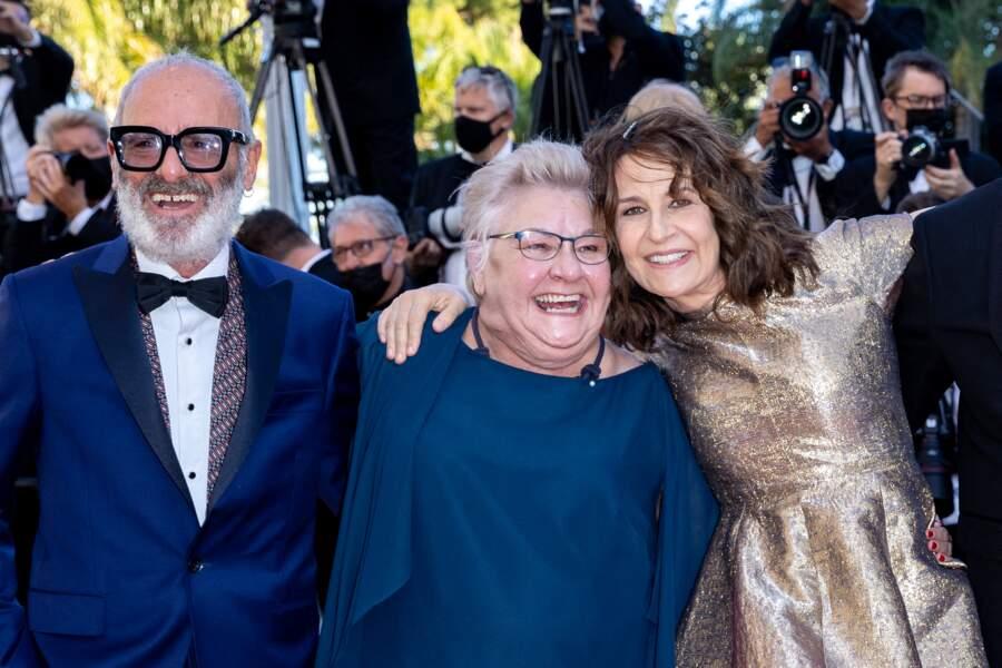 Valérie Lemercier, accompagnée par Roc Lafortune, Danielle Fichaud pour la montée des marches de son film Aline, biopic sur Céline Dion.