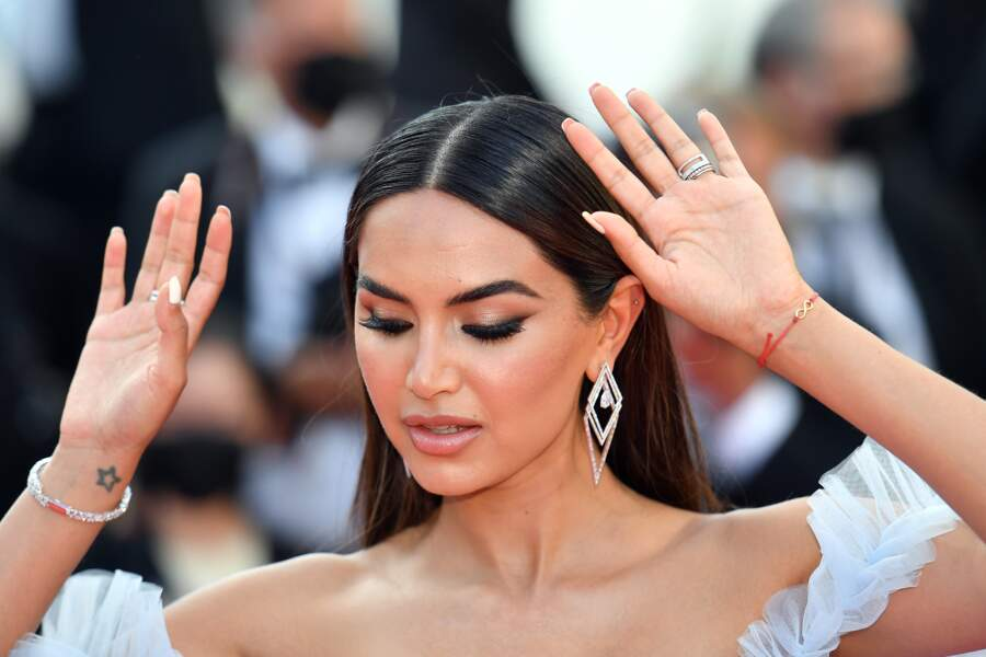 L'influenceuse Diipa Khosla a fait le show pour sa deuxième montée de marches en Messika. Elle était superbe avec les boucles d'oreilles Trapéziste et un bracelet main Haute Joaillerie de la collection privée au 74 ème festival international du film à Cannes