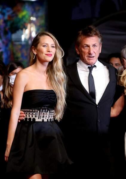 Sean Penn et sa fille Dylan Penn en Chanel pour la montée des marches du film « Flag Day».
