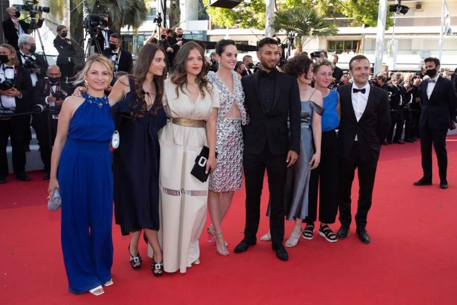 Evgenia Alexandrova, Alexia Lefaix, Sanda Codreanu, Noémie Merlant, Gimi Covaci et Clara Lama pour la montée des marches du film Aline.