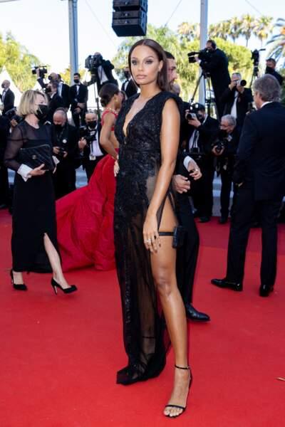 Alicia Aylies, miss France 2017, a fait sensation en James Bond girl sur le tapis rouge de Cannes.