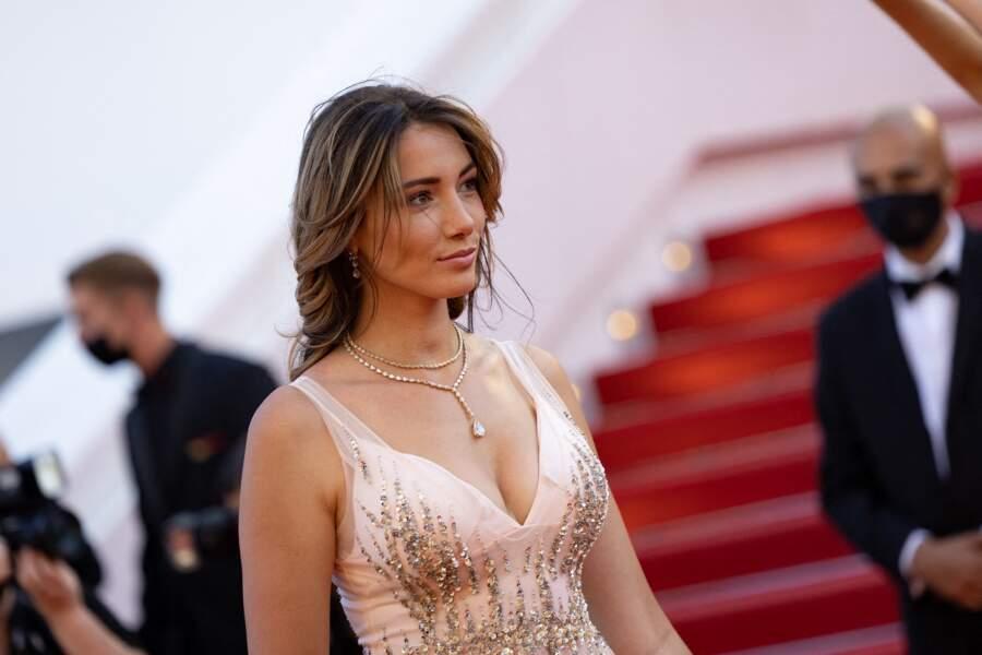 Delphine Wespiser très en beauté a monté les marches du Festival de Cannes.