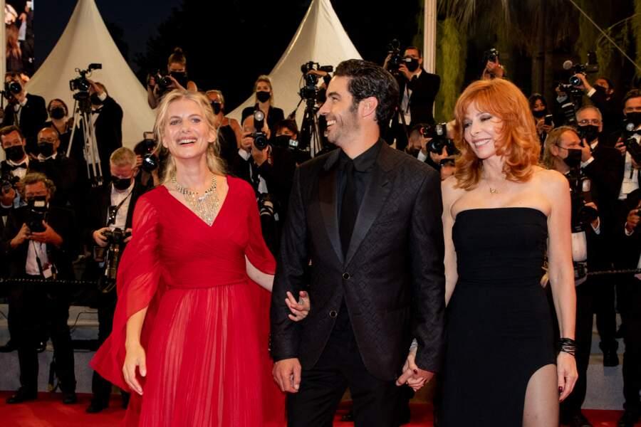 Mylène Farmer était de retour sur le tapis rouge, glamour dans une robe longue bustier Ann Demeulemeester, lors du 74ème Festival de Cannes, le 10 juillet 2021