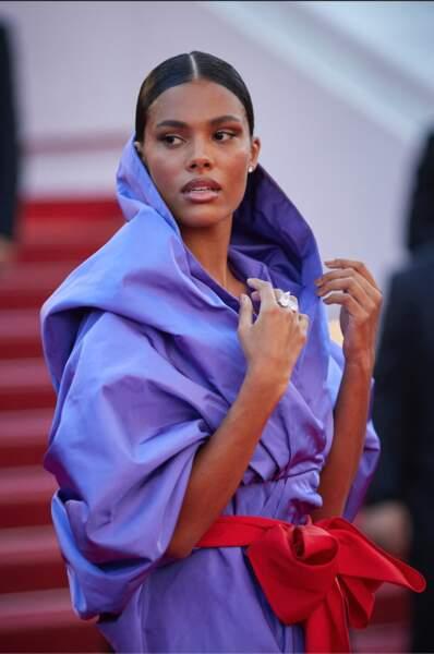 Tina Kunakey majestueuse en robe Maison Valentino et bijoux Messika au 74 ème festival international du film à Cannes