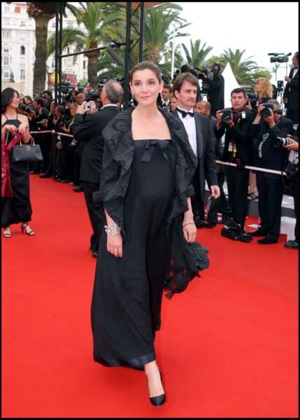 Clotilde Courau enceinte en robe noire au festival de Cannes en 2006