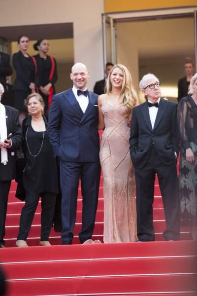 Blake Lively. enceinte au festival de Cannes : elle opte pour une robe de soirée longue le 11 mai 2016.