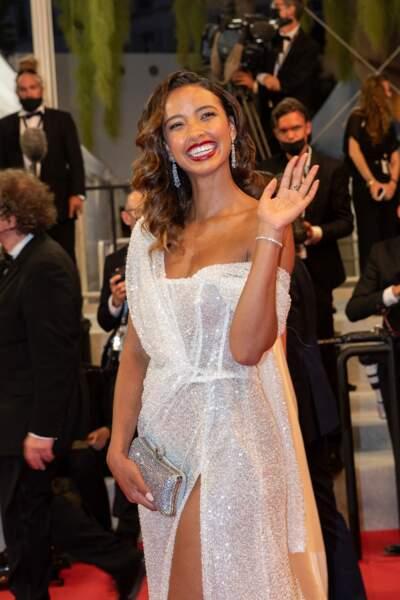 Flora Coquerel porte une parure de bijoux Niiki au 74ème Festival International du Film de Cannes.