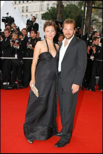 Maggie Gyllenhaal membre du jury du festival de cannes 2021, était radieuse enceinte en robe noire en 2006