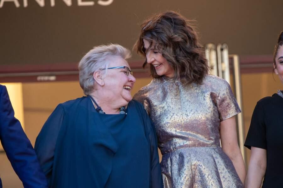 La comédienne Danielle Fichaud et Valérie Lemercier, complices sur les marches de Cannes.