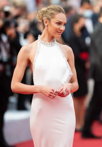 Candice Swanepoel était angélique sur le tapis rouge avec les bijoux Messika lors du Festival de Cannes.