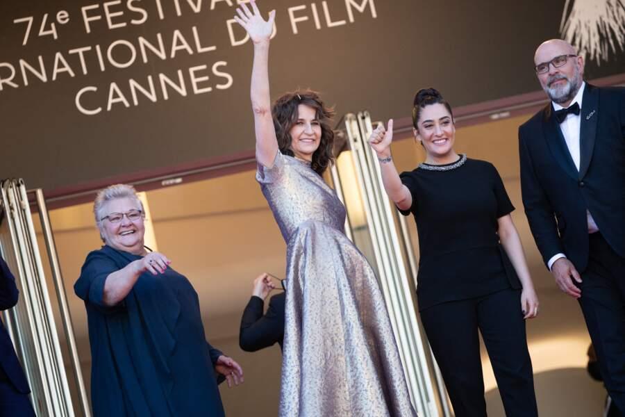 Valérie Lemercier très émue en haut des marches du Festival de Cannes.