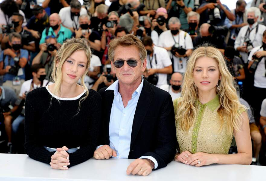 Dylan Penn, Sean Penn et Katheryn Winnick au photocall du film Flag Day.