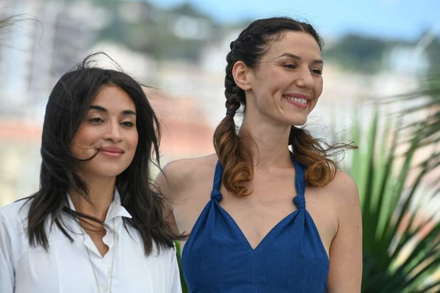Doria Tillier a posé au côté de Camélia Jordana au photocall des Talents Adami lors du 74ème festival international du film de Cannes, le 13 juillet 2021