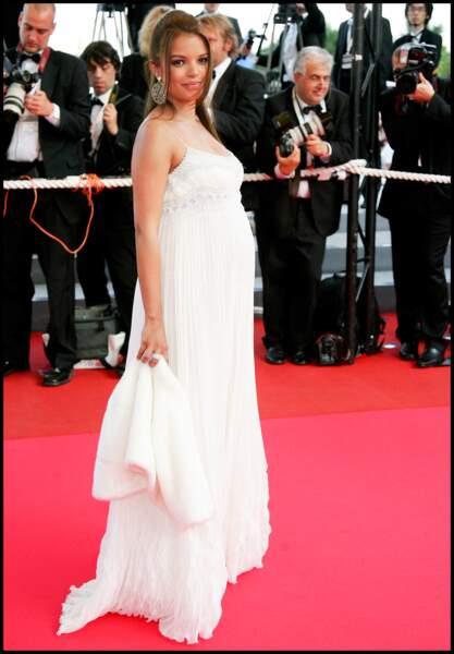 Séverine Ferrer enceinte à cannes en robe bohème blanche en 2007