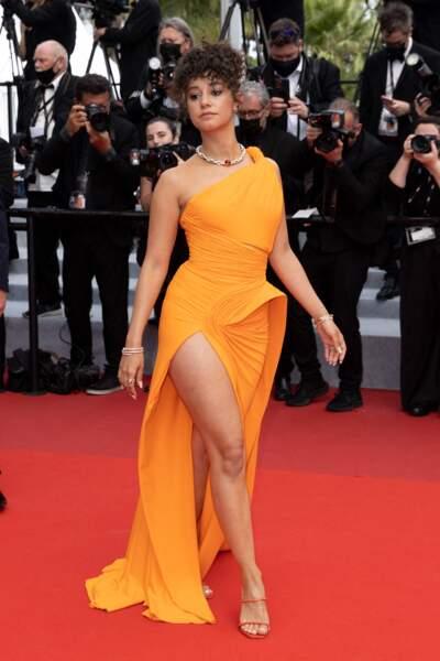 Lena Mahfouf fait une première  apparition remarquée en robe orange fendue Nicolas Jebran au 74ème festival de Cannes le 12 juillet 2021