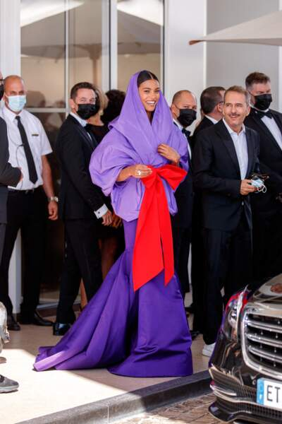 Tina Kunakey majestueuse en robe Maison Valentino au 74 ème festival international du film à Cannes