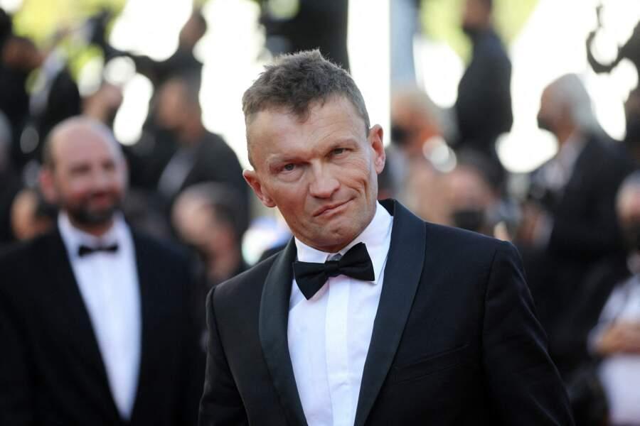 Sylvain Tesson repéré sur les marches du Festival de Cannes.