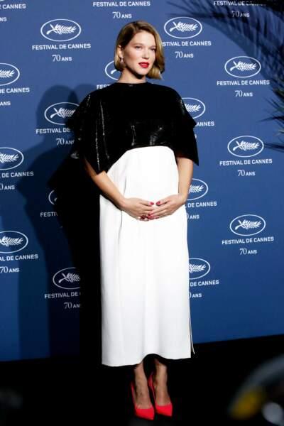 Léa Seydoux enceinte au festival de Cannes : en robe longue bicolore, le 20 Septembre 2016.