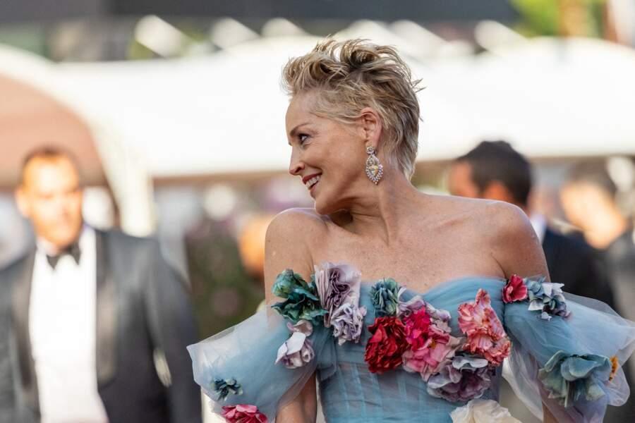 Très en beauté à Cannes ce 14 juillet 2021, Sharon Stone doit participer au dîner de l'Amfar, comme tous les ans