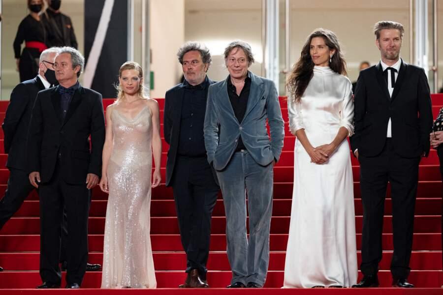 """Melanie Thierry prend la pose aux côtés de l'équipe du film """"Tralala""""."""