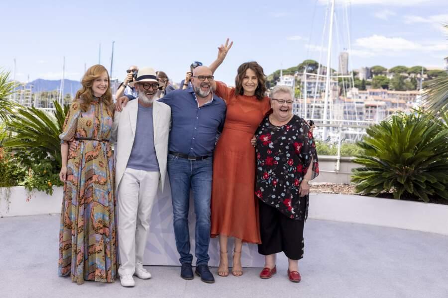 Valérie Lemercier a pris plaisir à prendre la pose avec Pascale Desrochers, Roc Lafortune, Sylvain Marcel et  Danielle Fichaud.