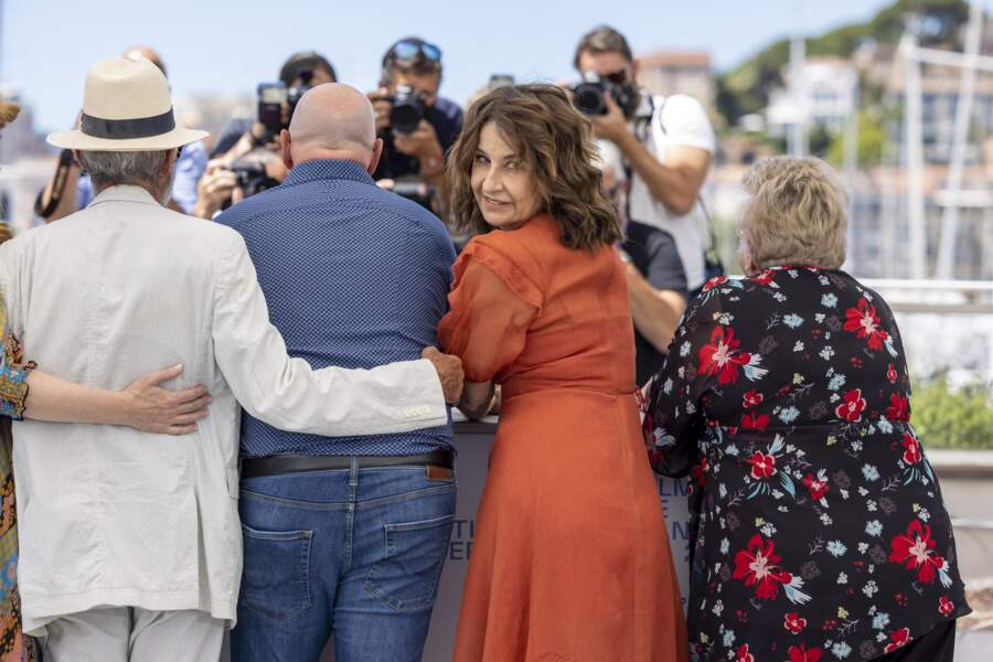 Déchaînée, Valérie Lemercier a fait preuve de beaucoup d'humour devant les photographes.