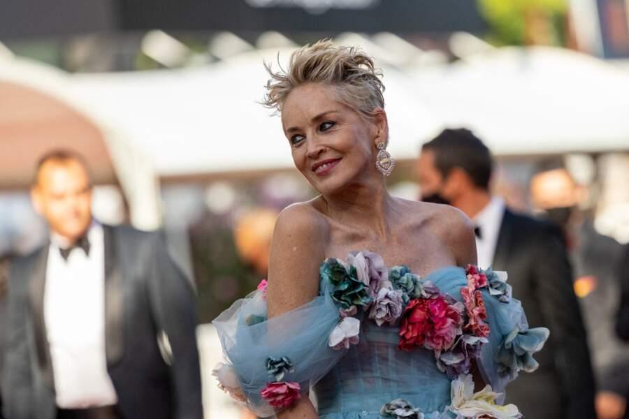 Sharon Stone était la sensation du tapis rouge du Festival de Cannes ce 14 juillet 2021