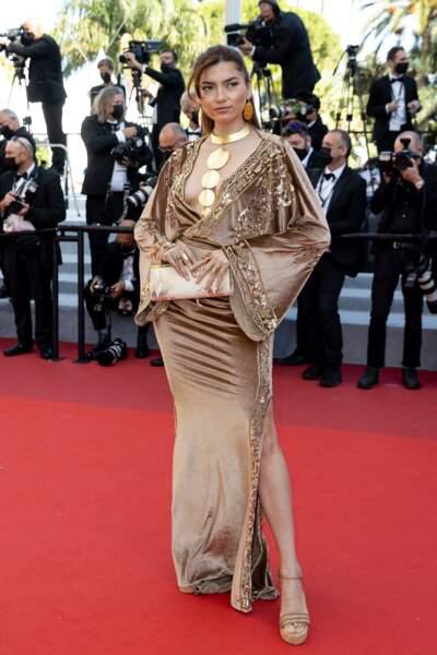L'actrice Blanca Blanco sur le tapis rouge du Festival de Cannes le 14 juillet 2021