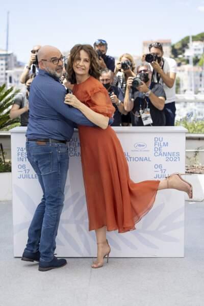 Très enjouée, Valérie Lemercier n'a pas caché sa joie de participer au Festival de Cannes pour sa 74ème édition.