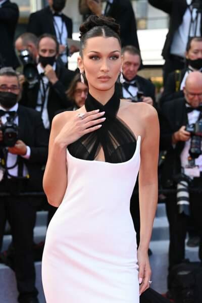 Cannes 2021 : Bella Hadid opte pour des bijoux réalisés à partir de diamants naturels trouvés dans les archives de la Maison Jean Paul Gaultier