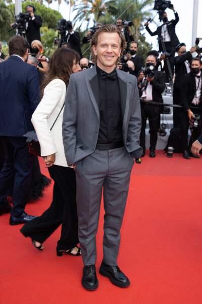 Alex Lutz aperçu lors de la montée des marches du film « France » de Bruno Dumont.