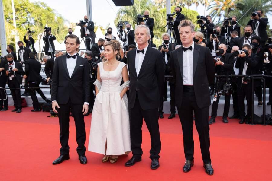Emanuele Arioli, Blanche Gardin, Bruno Dumont et Benjamin Biolay pour le film France. Seule Léa Seydoux manque à l'appel, bloquée chez elle après avoir été testée positive à la Covid-19.