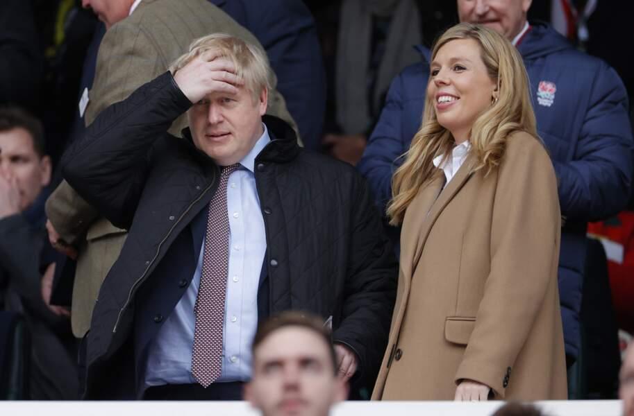 Carrie Symonds dans les tribunes du stade Twinckenham aux côtés de son compagnon Boris Johnson pour assister au match de rugby opposant l'Angleterre au Pays de Galles, à Londres, le 7 mars 2020