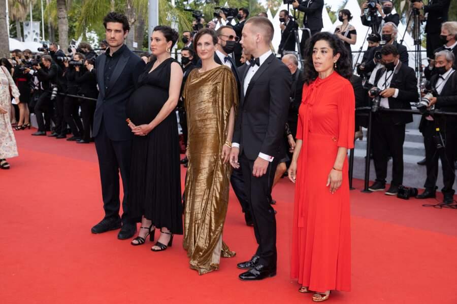Louis Garrel, Rachel Lang affichant son joli baby bump, Camille Cottin en robe dorée Dior, Aleksandr Kuznetsov ou encore Naidra Ayadi ont fait sensation sur la Croisette, pour présenter le film Mon légionnaire.