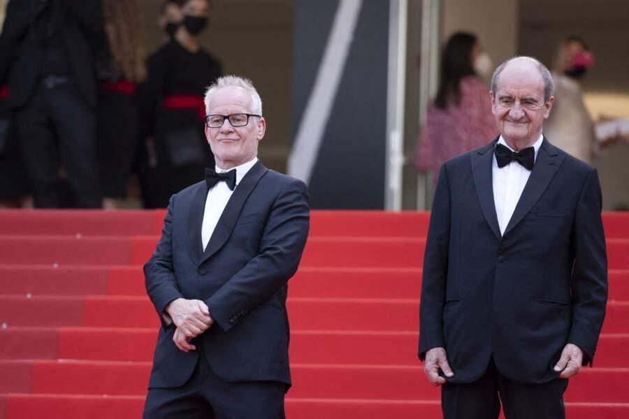 Thierry Frémaux et Pierre Lescure, fidèles au poste en haut des marches du Palais des Festival.