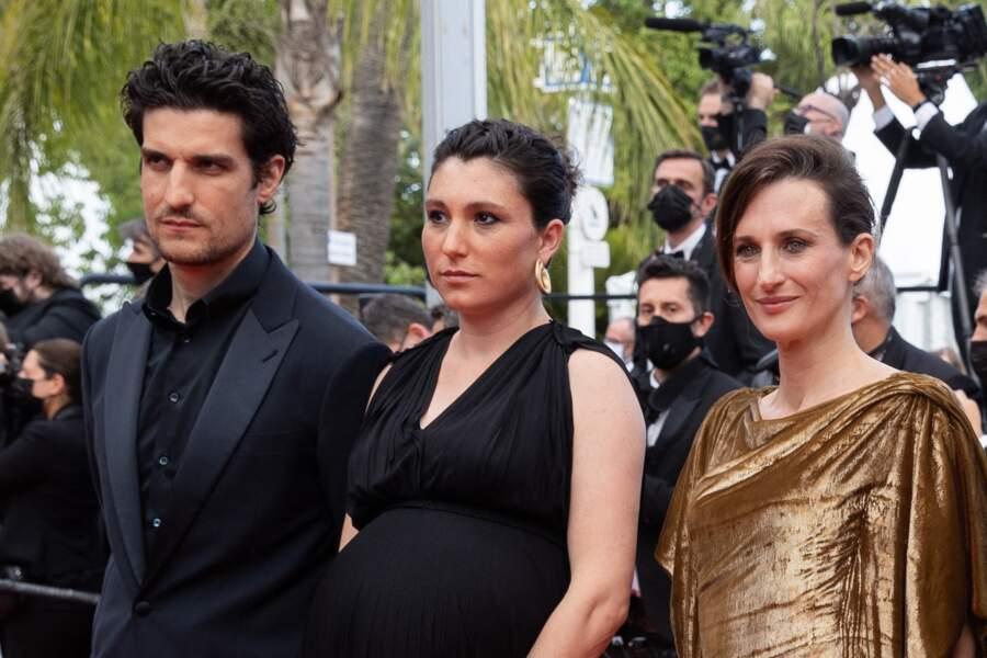 Louis Garrel, Rachel Lang et Camille Cottin ont formé un trio très élégant ce 15 juillet 2021 à Cannes.