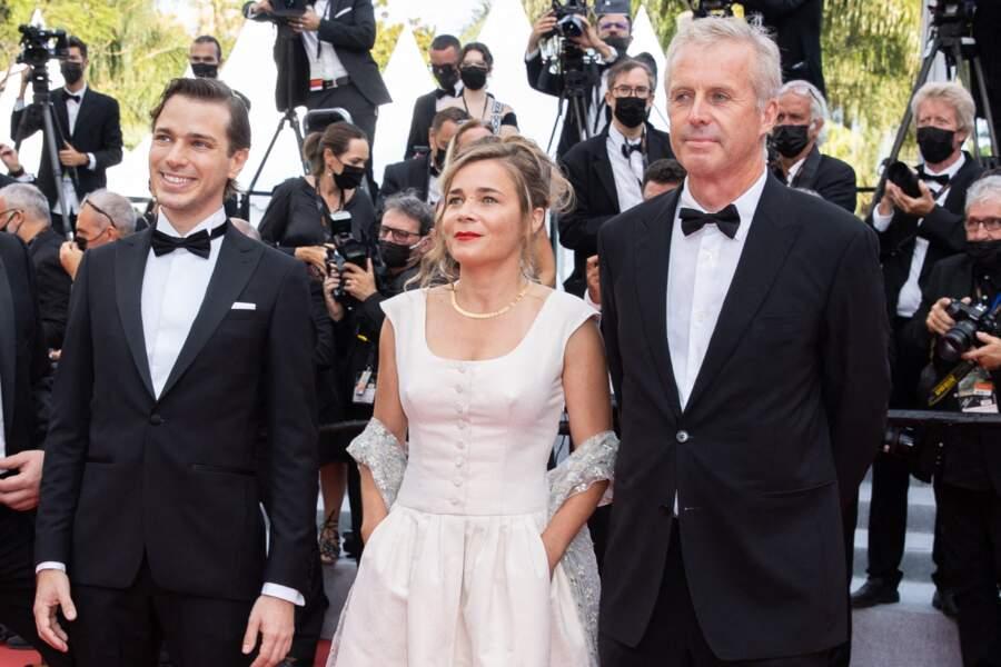 Blanche Gardin très en beauté dans sa robe blanche, entourée d'Emanuele Arioli et Bruno Dumont pour le film France.