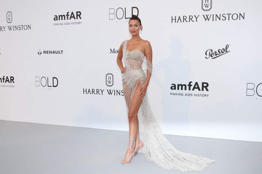 Bella Hadid à l'Amfar en 2017 : unne robe courte et transparente
