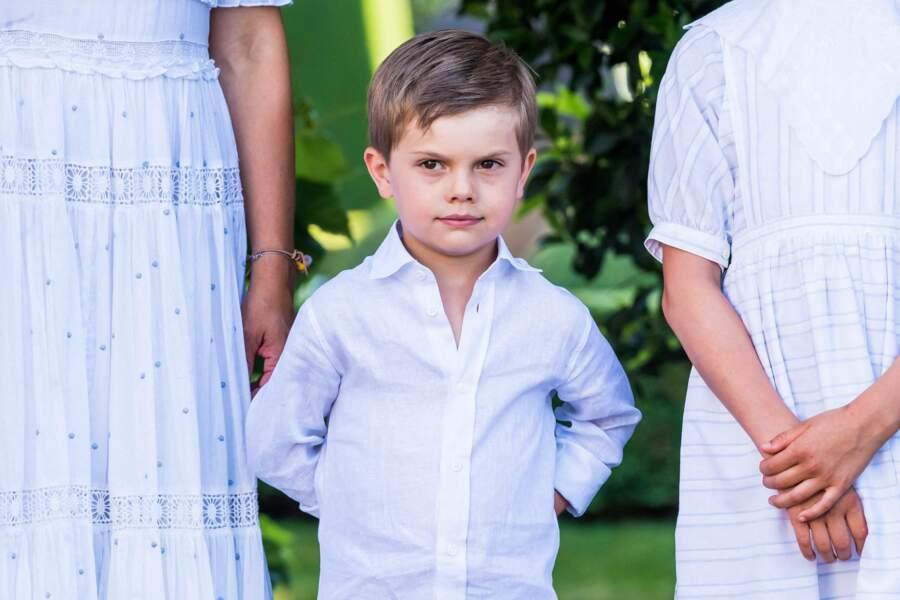 L'adorable prince Oscar de Suède lors de la fête de Victoria au palais de Solliden à Oeland, Suède, le 14 juillet 2021.