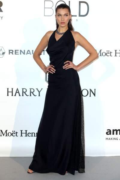 Bella Hadid à l'Amfar en 2016 : en robe très longue chic