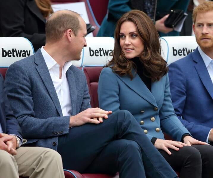 Kate Middleton élégante à souhait pour assister à la cérémonie de remise des diplômes de Coach Core, à Londres, le 18 octobre 2017